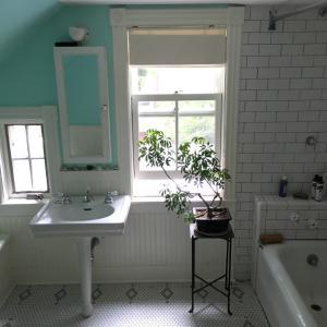 Classic Bungalow Bathroom