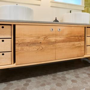 9 drawers, 2 sliding doors